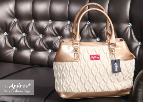 AB0270 Grosir Tas Branded - IDR 255.000 MATERIAL PU SIZE L38XH27XW15CM WEIGHT 1200GR COLOR BEIGE
