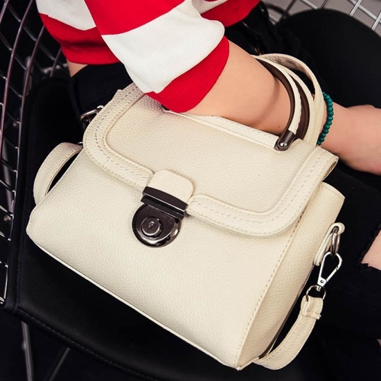 B0039 IDR.163.000 MATERIAL PU SIZE L22XH21XW9CM WEIGHT 700GR COLOR BEIGE