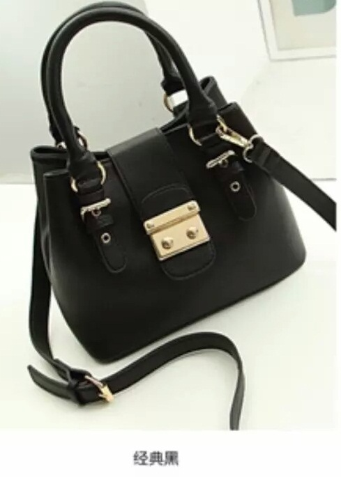 B028 IDR.205.000 MATERIAL PU SIZE L26XH20XW13CM WEIGHT 720GR COLOR BLACK