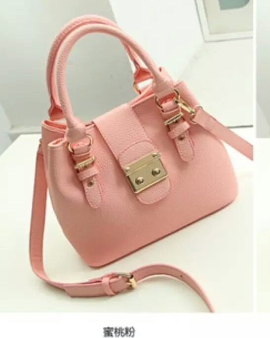 B028 IDR.205.000 MATERIAL PU SIZE L26XH20XW13CM WEIGHT 720GR COLOR PINK