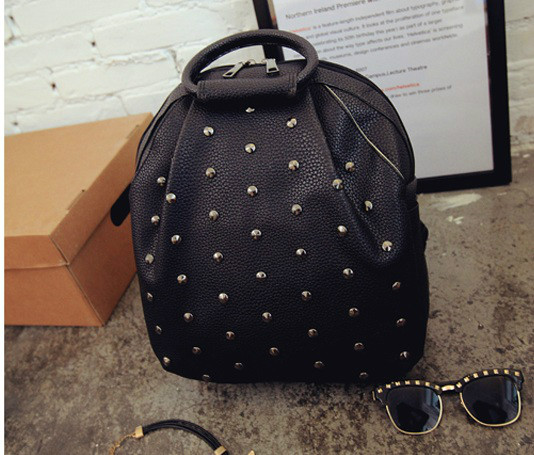 B040 IDR.186.000 MATERIAL PU SIZE L28-26XH33XW12CM WEIGHT 700GR COLOR BLACK
