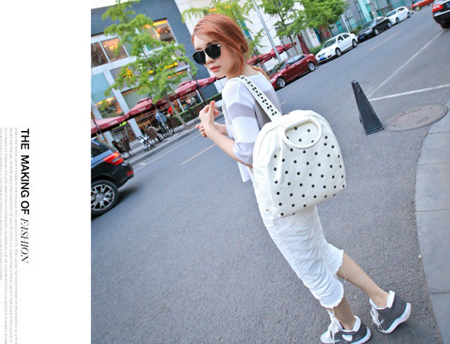 B040 IDR.186.000 MATERIAL PU SIZE L28-26XH33XW12CM WEIGHT 700GR COLOR WHITE