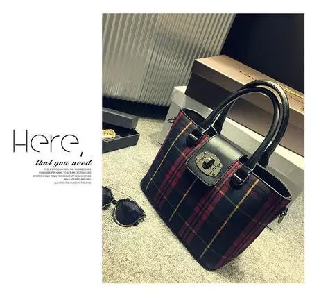 B089 IDR.197.000 MATERIAL CANVAS SIZE L20X26XW14CM WEIGHT 780GR COLOR RED.jpg