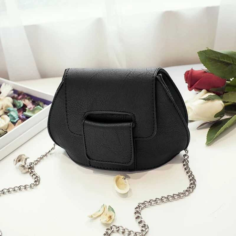 B1002 IDR.139.000 MATERIAL PU SIZE L19XH14XW9CM WEIGHT 400GR COLOR BLACK