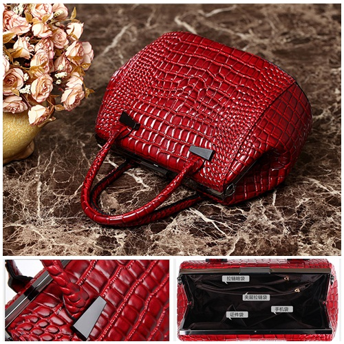 B1013 IDR.228.000 MATERIAL PU SIZE L30XH22XW17CM WEIGHT 900GR COLOR RED