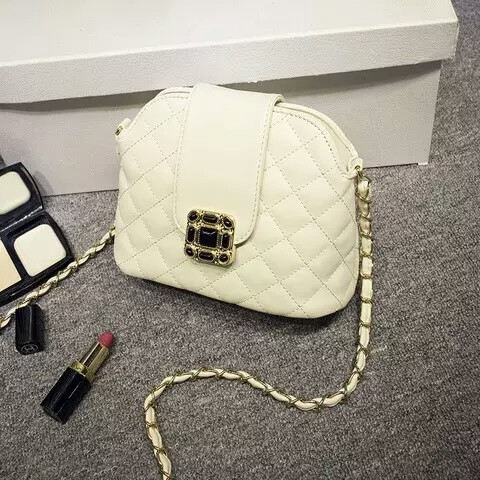 B1027 IDR.160.000 MATERIAL PU SIZE L21XH16XW11CM WEIGHT COLOR BEIGE