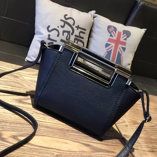 B1034 MATERIAL PU SIZE L22XH19XW12CM WEIGHT 700GR COLOR BLACK