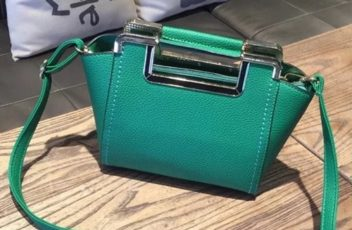 B1034 IDR.172.000 MATERIAL PU SIZE L22XH19XW12CM WEIGHT 700GR COLOR GREEN