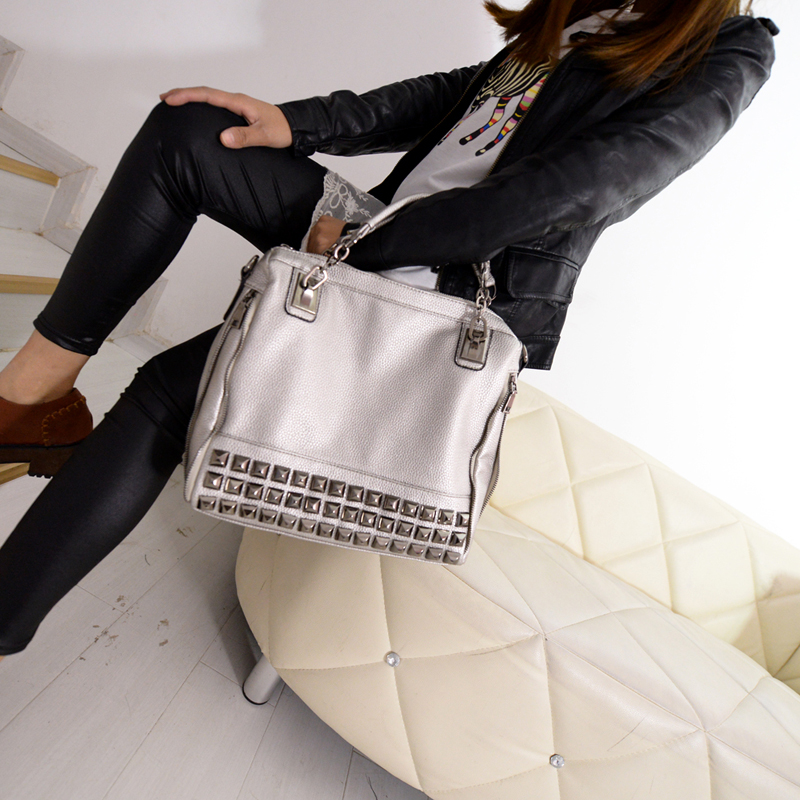B1039 IDR.217.000 MATERIAL PU SIZE L30XH30XW10CM WEIGHT 950GR COLOR SILVER