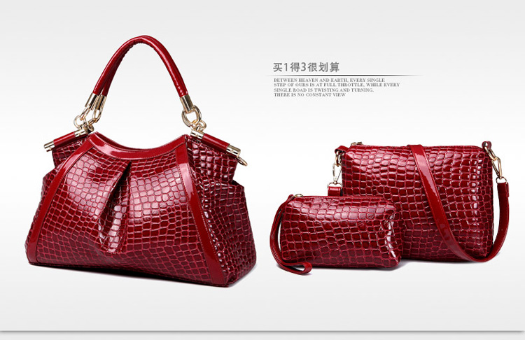B1081-(3in1) IDR.245.000 MATERIAL PU SIZE L37XH25XW15CM WEIGHT 1200GR COLOR RED