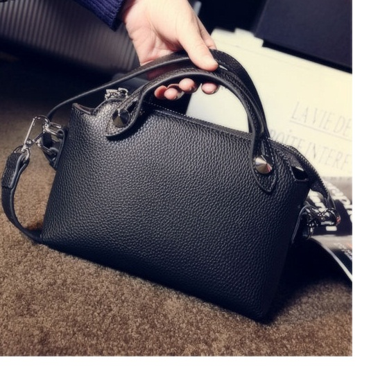 B1082 IDR.167.000 MATERIAL PU SIZE L24XH16XW8CM WEIGHT 450GR COLOR BLACK