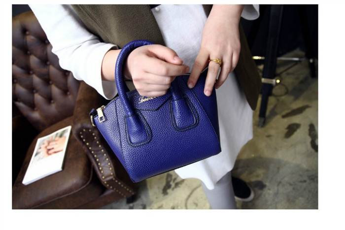 B1087 IDR.168.000 MATERIAL PU SIZE L26-18CMXH18CMXW13CM WEIGHT 550GR COLOR BLUE