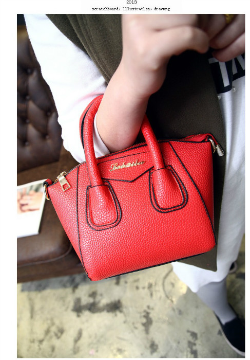 B1087 IDR.168.000 MATERIAL PU SIZE L26-18CMXH18CMXW13CM WEIGHT 550GR COLOR RED