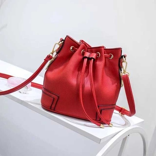 B1090  MATERIAL PU SIZE L22XH21XW12CM WEIGHT 500GR COLOR RED