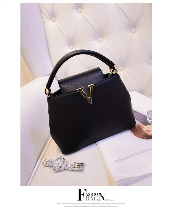 B1093 IDR.195.000 MATERIAL PU SIZE L20-24XH15XW10CM, STRAP 120CM WEIGHT 700GR COLOR BLACK