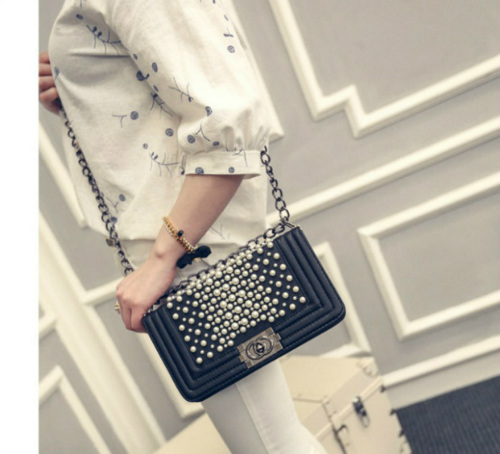 B1118 IDR.190.000 MATERIAL PU SIZE L25XH14XW7CM WEIGHT 600GR COLOR BLACK