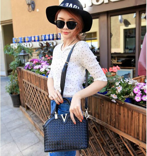 B1129 IDR.215.000 MATERIAL PU SIZE L23-27XH19XW11CM WEIGHT 700GR COLOR BLACK