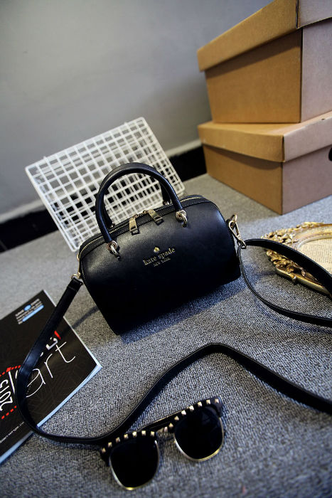 B1131 IDR.182.000 MATERIAL PU SIZE L21XH14XW14CM WEIGHT 700GR COLOR BLACK