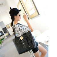 B115 IDR.206.000 MATERIAL PU SIZE L32-42CMXH29XW12CM WEIGHT 800GR COLOR BLACK