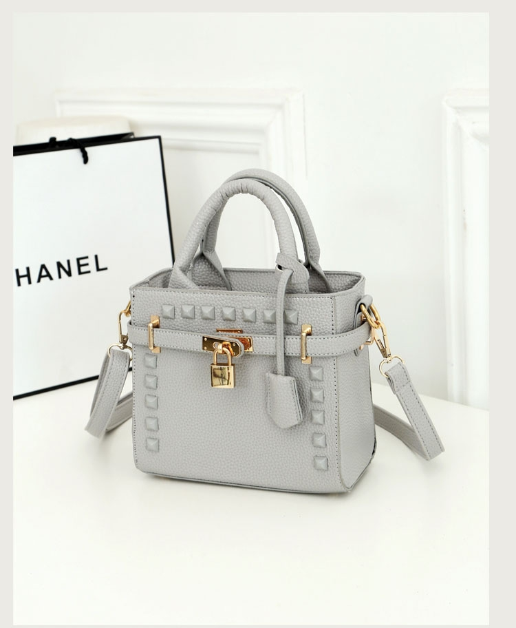 B1152 IDR.195.000 MATERIAL PU SIZE L20XH17XW10CM WEIGHT 700GR COLOR GRAY