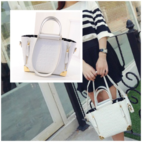 B1162 - Harga sebelum Diskon IDR.195.000 MATERIAL PU SIZE 22 26XH18XW10CM WEIGHT 850GR COLOR WHITE