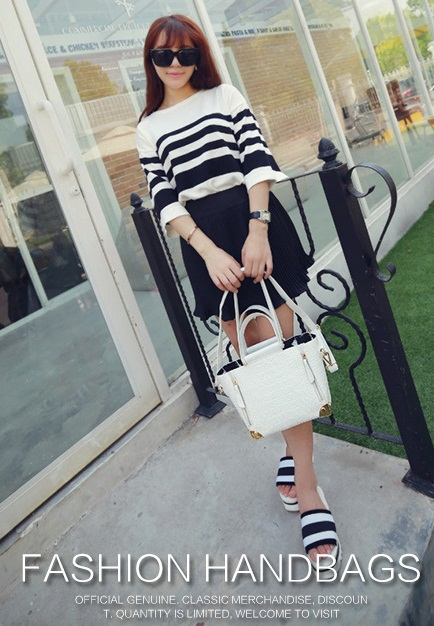 B1162 IDR.225.000 MATERIAL PU SIZE 22-26XH18XW10CM WEIGHT 850GR COLOR WHITE.jpg