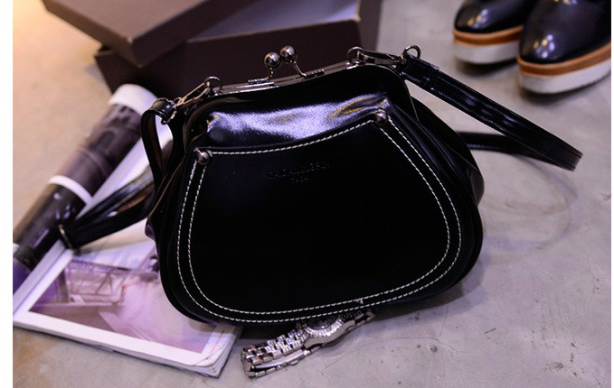 B1164 IDR.165.000 MATERIAL PU SIZE L21-16CMXH17XW10CM WEIGHT 550GR COLOR BLACK