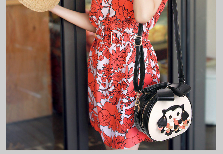 B1200 IDR.177.000 MATERIAL PU SIZE L19XH18XW8CM WEIGHT 600GR COLOR BLACK