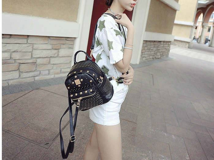 B1206 IDR.182.000 MATERIAL PU SIZE L21XH30XW10CM WEIGHT 600GR COLOR BLACK