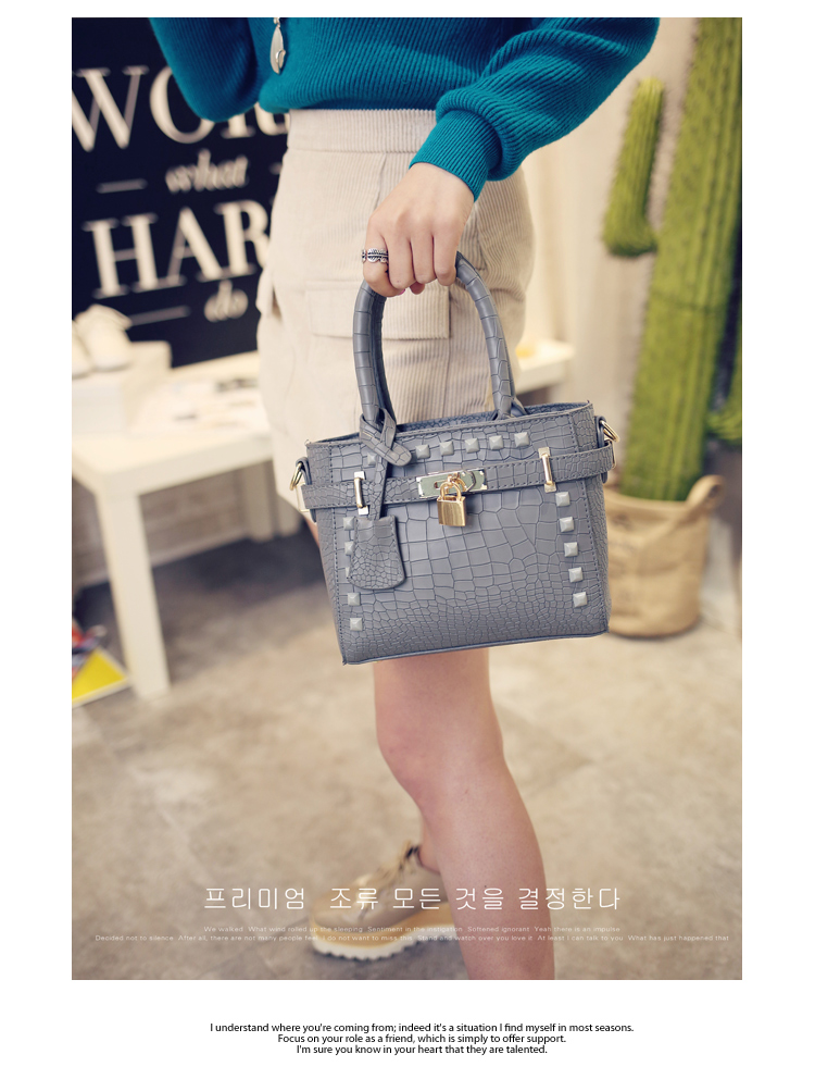 B1212 IDR.169.000 MATERIAL PU SIZE L20XH17XW9CM WEIGHT 600GR COLOR GRAY