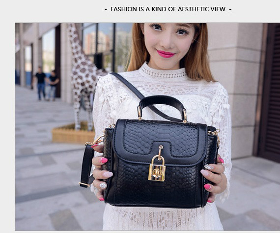 B1219 IDR.195.000 MATERIAL PU SIZE L20XH15XW10CM WEIGHT 500GR COLOR BLACK