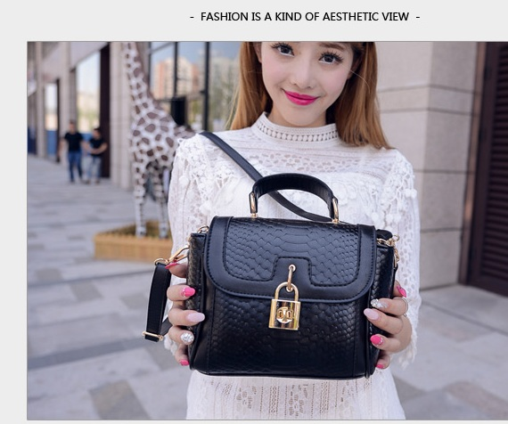 B1219 IDR.197.000 MATERIAL PU SIZE L20XH15XW10CM WEIGHT 500GR COLOR BLACK