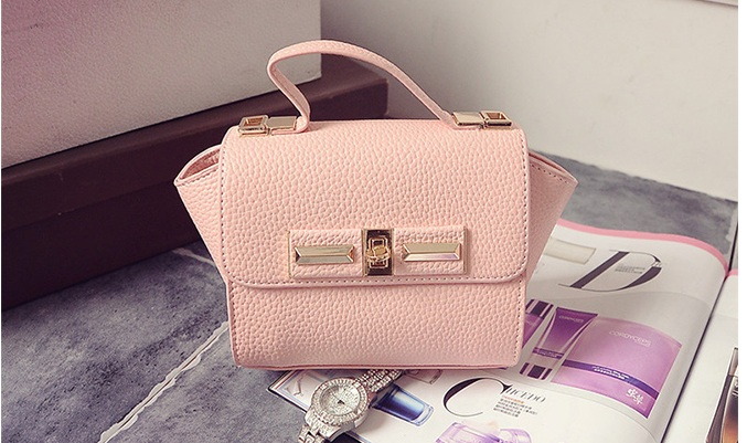 B1229 IDR.150.000 TAS FASHION MATERIAL PU SIZE L26XH14XW10CM WEIGHT 600GR COLOR PINK