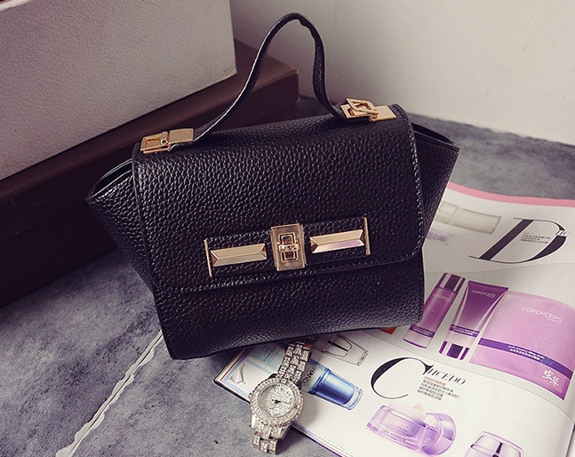 B1229 IDR.160.000 MATERIAL PU SIZE L26XH14XW10CM WEIGHT 600GR COLOR BLACK.jpg