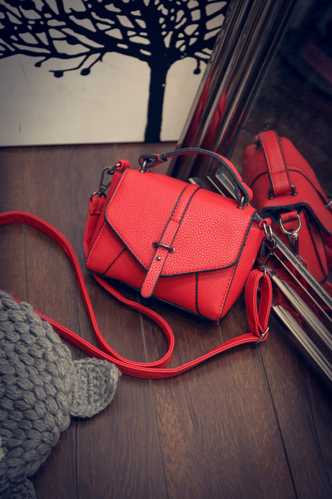 B1245 IDR.159.000 MATERIAL PU SIZE L17XH13XW7CM WEIGHT 500GR COLOR RED
