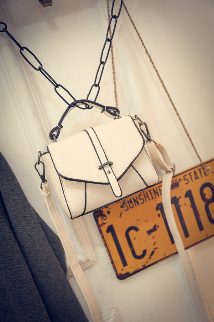 B1245 IDR.159.000 MATERIAL PU SIZE L17XH13XW7CM WEIGHT 500GR COLOR WHITE