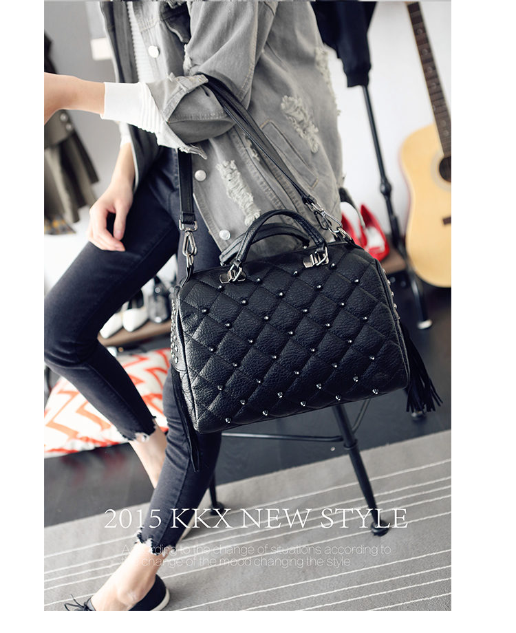 B1370 IDR.189.000 MATERIAL PU SIZE L34XH27XW13CM WEIGHT 900GR COLOR BLACK