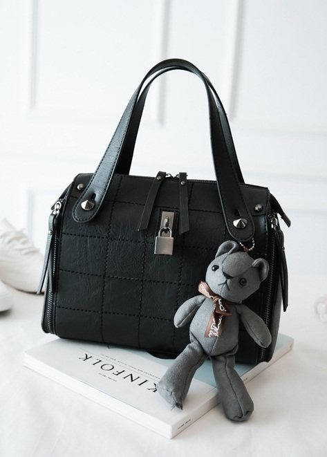 B1410 IDR.195.000 MATERIAL PU SIZE L27XH20XW13CM WEIGHT 850GR COLOR BLACK