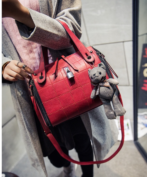 B1410 IDR.195.000 MATERIAL PU SIZE L27XH20XW13CM WEIGHT 850GR COLOR RED