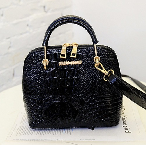 B1415 IDR.148.000 MATERIAL PU SIZE L19XH21XW10CM WEIGHT 550GR COLOR BLACK