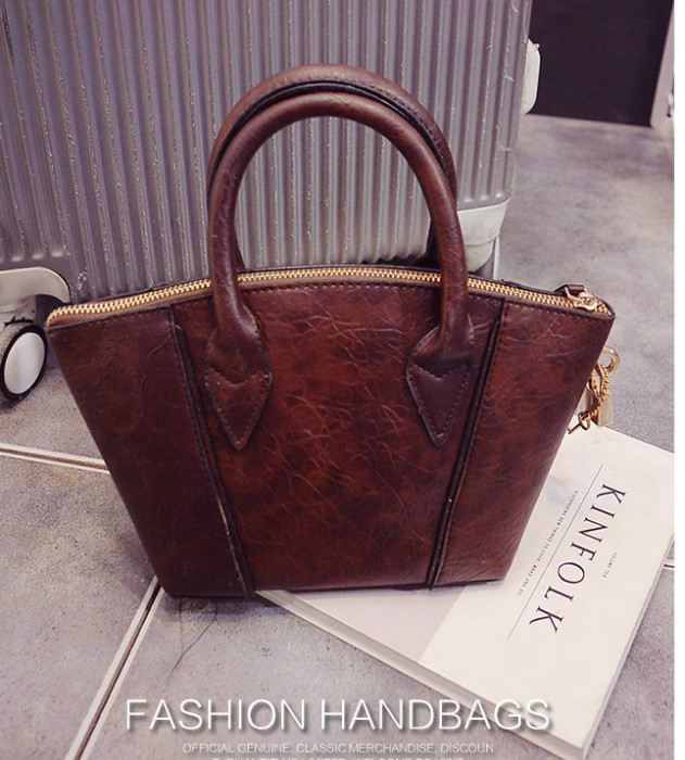 B1507 IDR.177.000 MATERIAL PU SIZE L18-30XH16XW11CM WEIGHT 600GR COLOR DARKBROWN