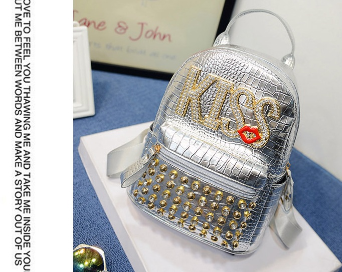 B1513 IDR.184.000 MATERIAL PU SIZE L20XH25XW10CM WEIGHT 700GR COLOR SILVER