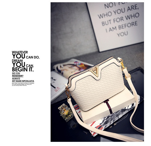 B1521 IDR.151.000 MATERIAL PU SIZE L23XH17XW9CM WEIGHT 600GR COLOR BEIGE