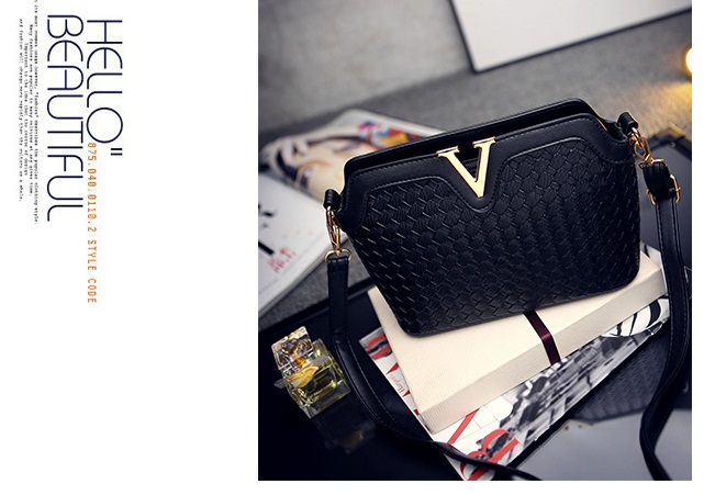 B1521 IDR.178.000 MATERIAL PU SIZE L23XH17XW9CM WEIGHT 600GR COLOR BLACK