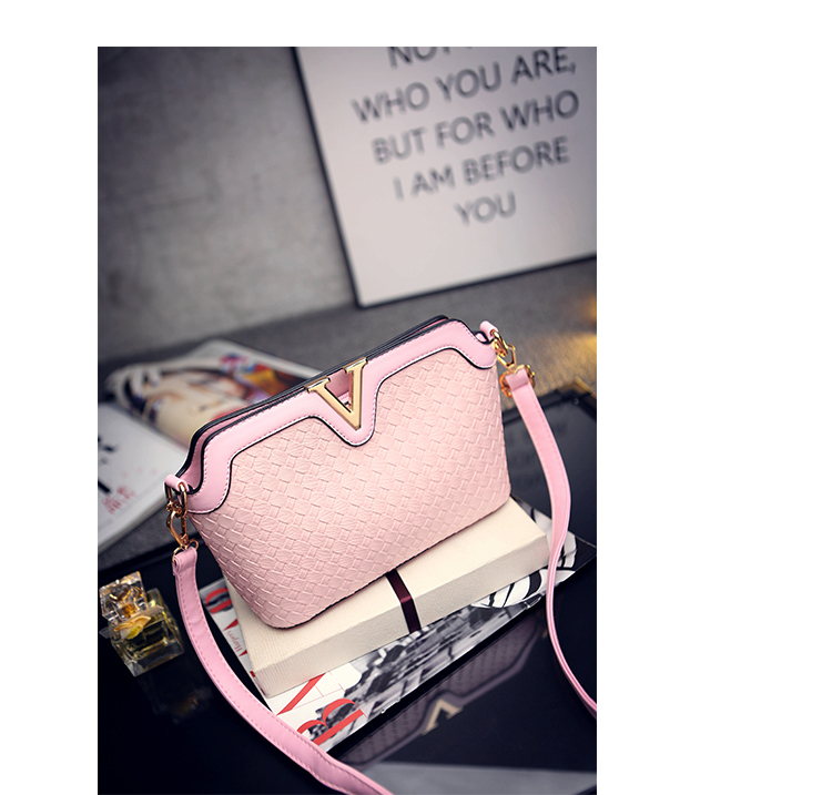 B1521 IDR.178.000 MATERIAL PU SIZE L23XH17XW9CM WEIGHT 600GR COLOR PINK