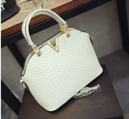 B1535 IDR.169.000 MATERIAL PU SIZE L30XH20XW11CM WEIGHT 700GR COLOR WHITE