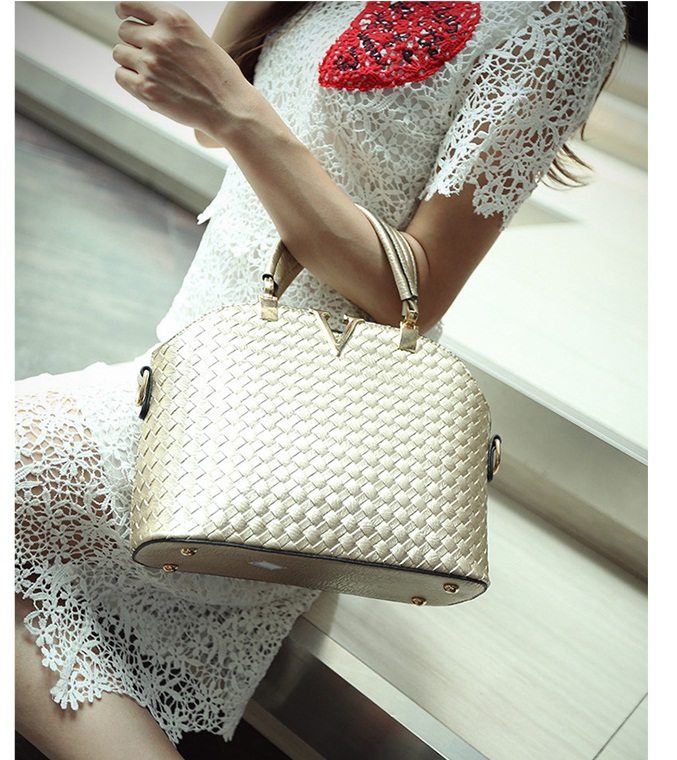 B1535 IDR.172.000 MATERIAL PU SIZE L30XH20XW11CM WEIGHT 700GR COLOR GOLD