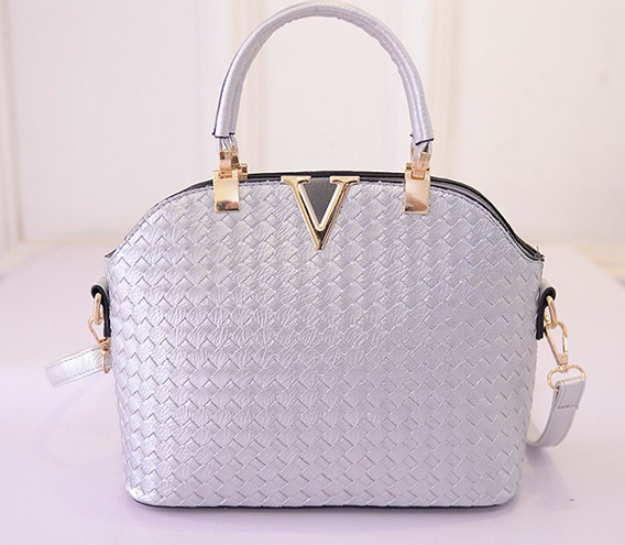 B1535 IDR.172.000 MATERIAL PU SIZE L30XH20XW11CM WEIGHT 700GR COLOR SILVER