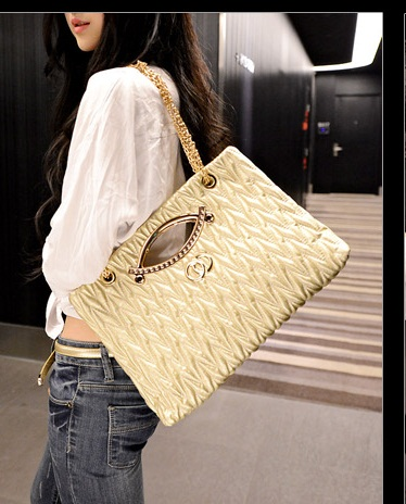 B1547 IDR.185.000 MATERIAL PU SIZE L37XH23XW8CM WEIGHT 650GR COLOR GOLD