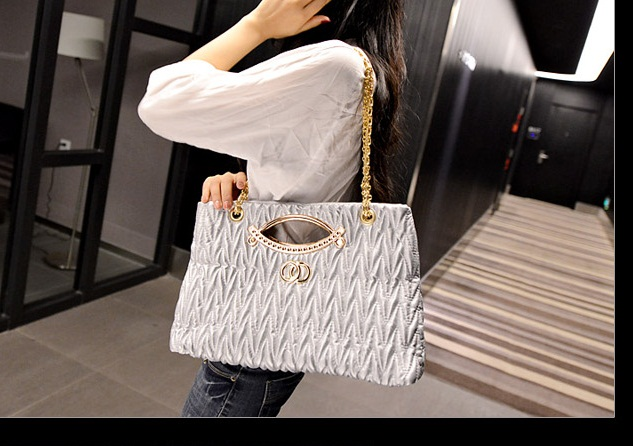 B1547 IDR.185.000 MATERIAL PU SIZE L37XH23XW8CM WEIGHT 650GR COLOR SILVER